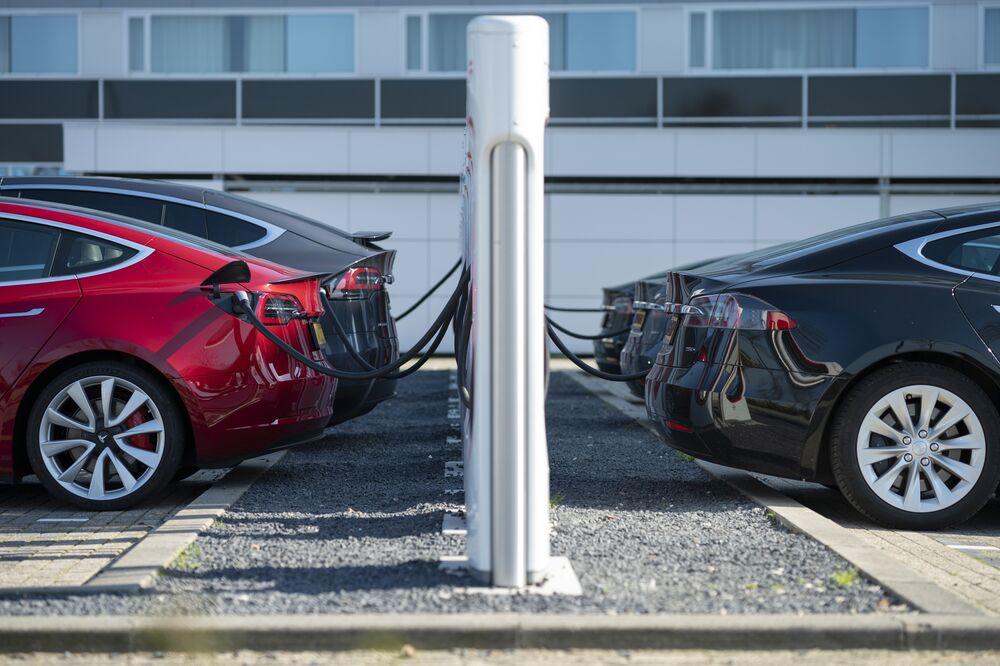 Tesla Deliveries Top Line Shot Awaits Bottom Line Chaser Bloomberg