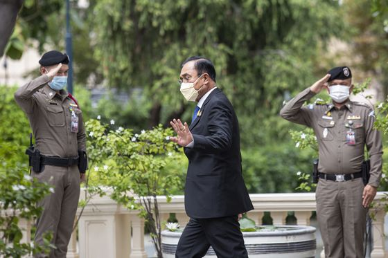 Thai Premier Survives No-Confidence Vote Amid Party Infighting