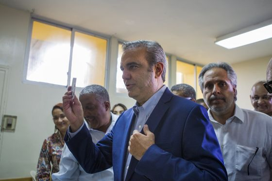 Dominicans Oust Ruling Party Damaged by Kickback Scandals