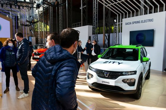 Renault Warns of Rough Year Ahead After Record Annual Loss