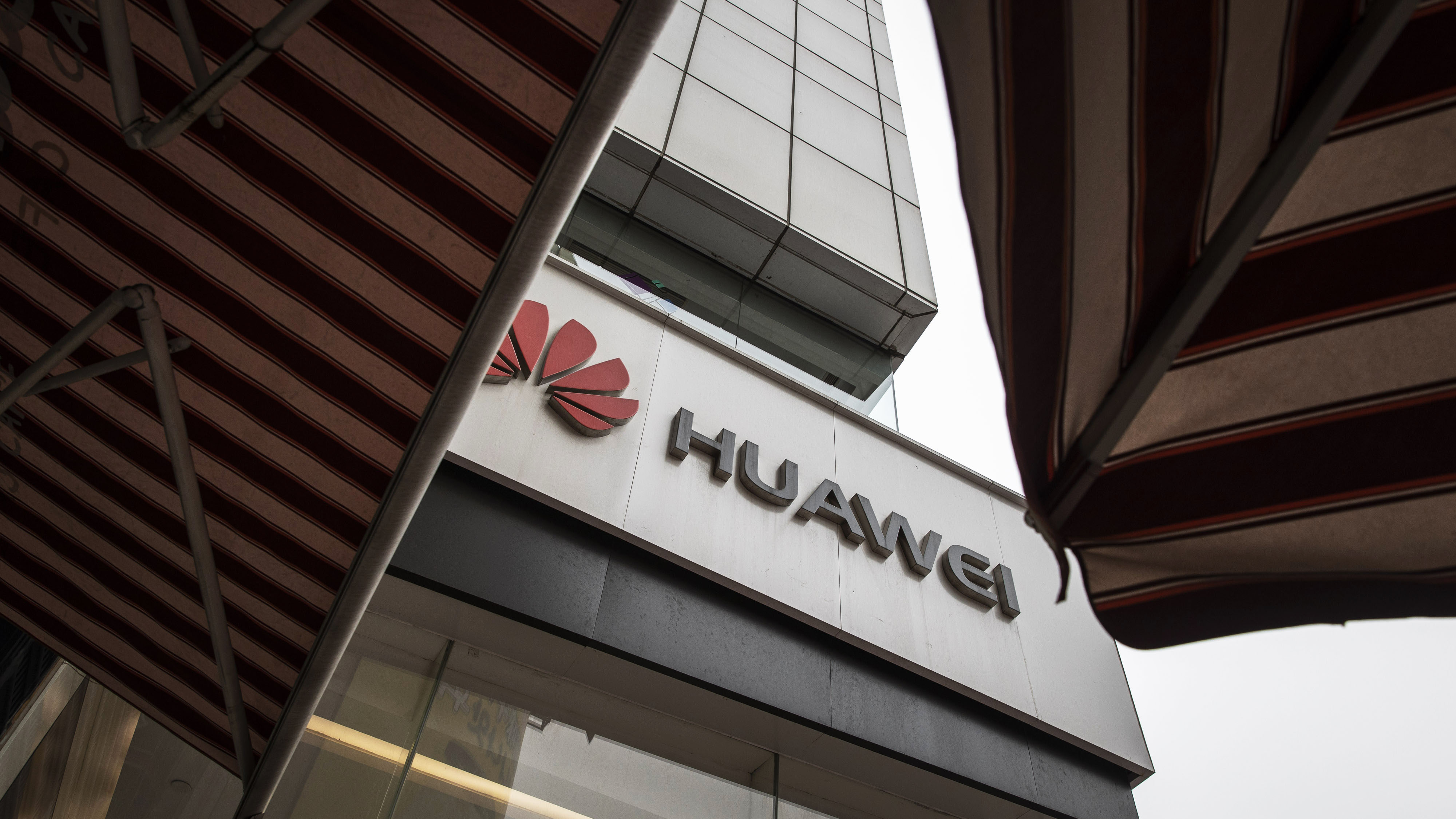 Trump Plays Good Cop on Huawei After Pompeo's European Threats