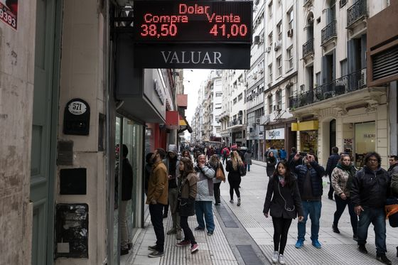 What's a Peso Worth? All Bets Are Off as Argentina Pain Spreads