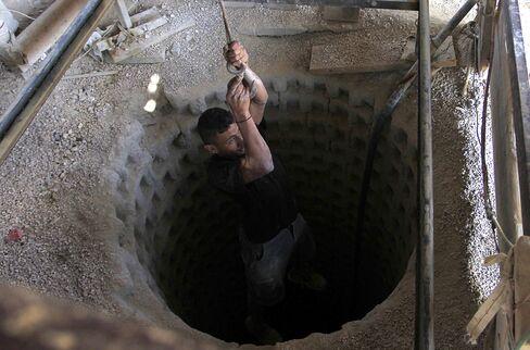 Egypt Shuts Gaza Tunnels Raising Prices of Goat Feed to Gas