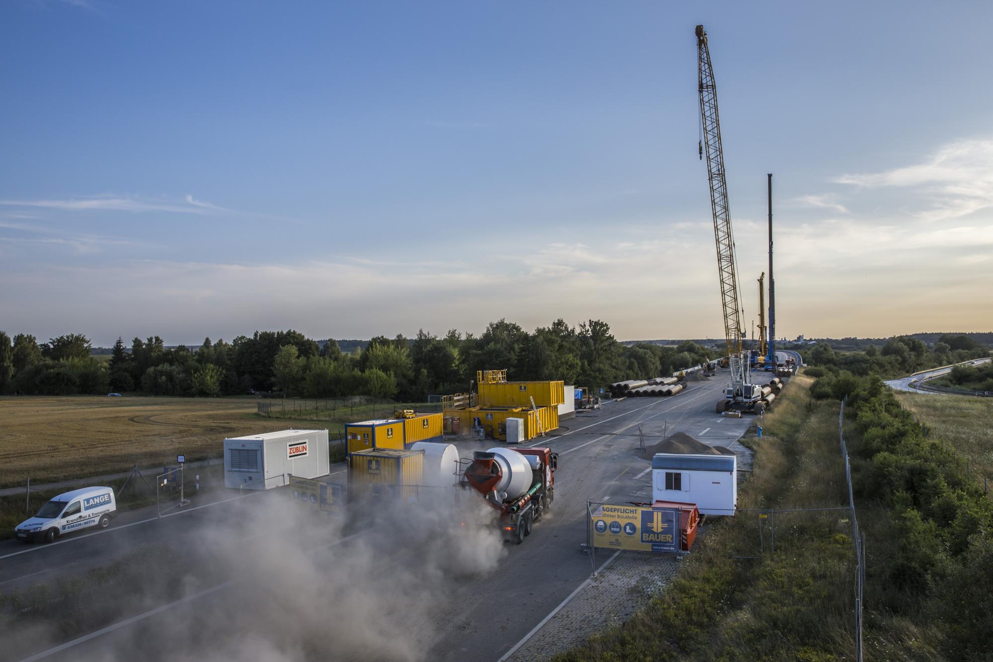 bloomberg.com - Leonard Kehnscherper - Germany's Infrastructure Skids Into Crisis on Merkel's Autobahn