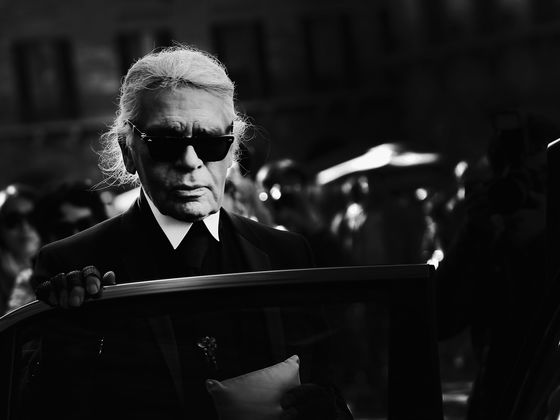 Karl Lagerfeld, Who Ruled Chanel Design for Decades, Dies