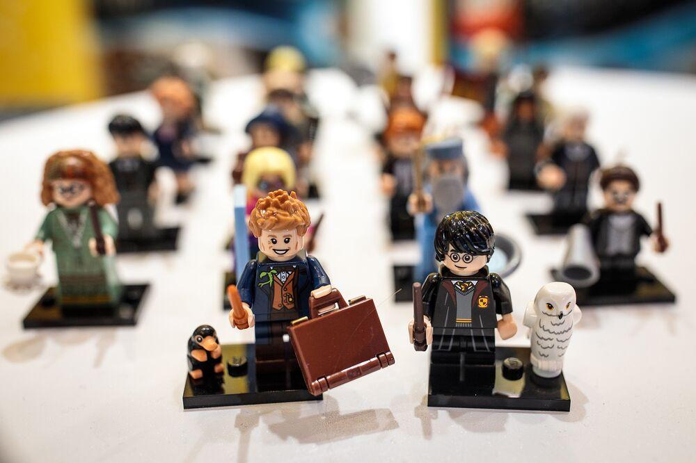 Lego Seeks to Halt Walmart Holiday Sales of Competing Figurines