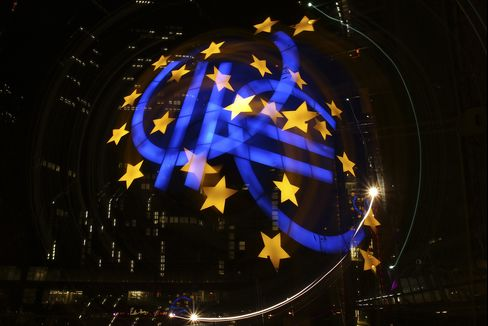 Euro Area Pushed Into Recession as Trade Slows, Spending Drops