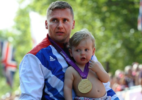 Weir Completes Gold-Medal Sweep on Last Day of Paralympic Games