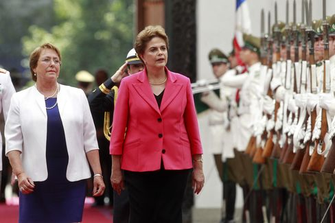 Chilean President Michelle Bachelet welcomes Dilma Rousseff.
