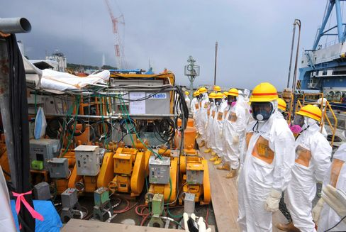 Tepco Shares Plunge on Report of 'Serious' Radiated Water Leak