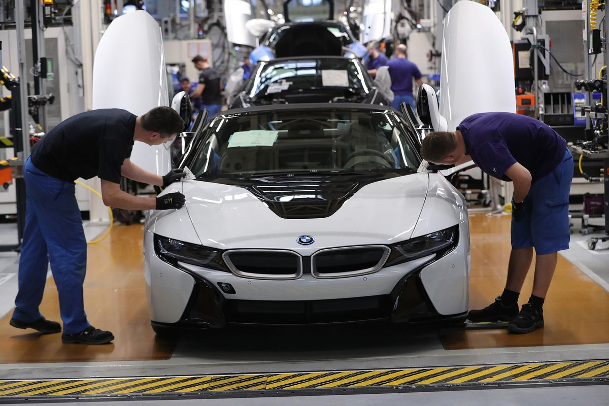 BMW Pushes New Models, Cost Cuts to Beat Mercedes-Benz