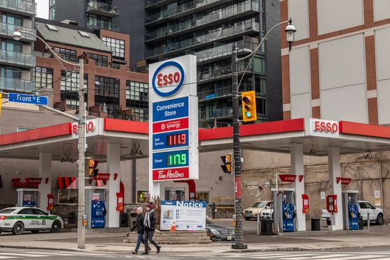 Canada's Biggest Gas Station Company Eyes Deals as Cash Piles Up