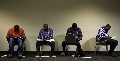 Jobless Rate Probably Rose Amid Lax Hiring: U.S. Economy Preview