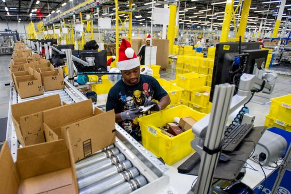 Amazon Adds Sorting Centers To Avoid Holiday Delivery Delays Bloomberg