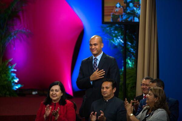 El presidente Maduro celebra una conferencia de prensa cuando las elecciones regionales se ven empañadas por críticas de fraude