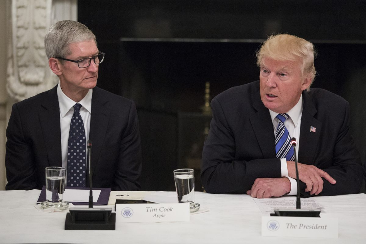 Trump's Dinner Guest on Friday Will Be Apple's CEO Tim Cook
