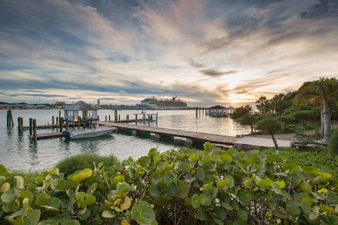 A private dock large enough for most megayachts is part of the package of the Kilkee House estate and is an essential piece of the property, providing a place to tie up the boats bringing residents, guests, goods, and service staff betweenNassau and the property.