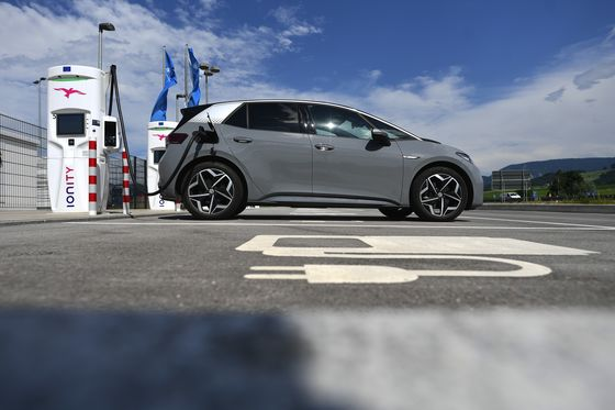 VW CEO Blasts EV Charging Venture's Station After Italy Trip