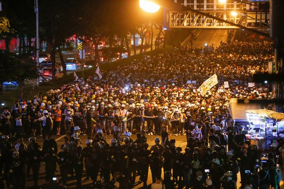 Focused on Thai King, Protesters Vow to Persist Even If PM Quits