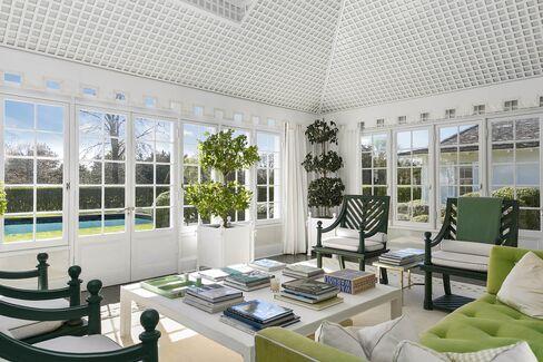 3899万ドル(約43億6100万円)で売りに出されている、敷地面積7エーカー(約3ヘクタール)のイースト・ハンプトンの邸宅