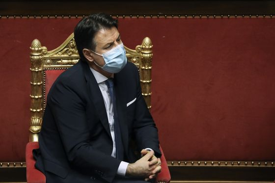 Italy's Conte Resisting Pressure to Resign as Senate Vote Looms