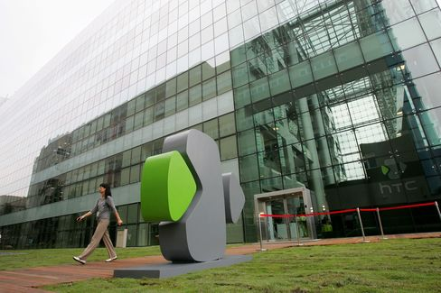HTC Increases Stakes Against Apple With Bid to Block IPhone