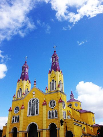 One would never guess from looking at the Technicolor exterior of the main church in Castro, Chiloé's capital city, that its subtle exterior is finished exclusively in warm, richly grained, natural wood.