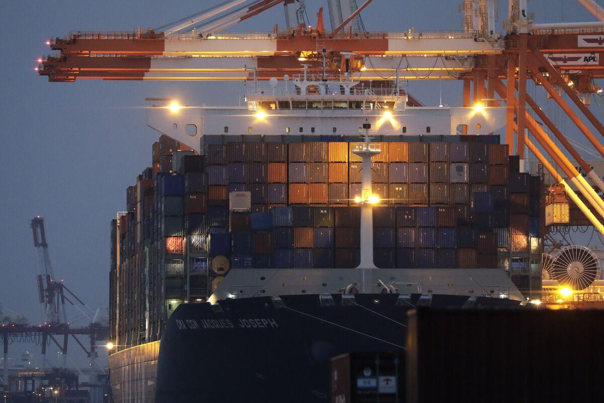 Japan Exports Decline Again as Global Economic Outlook Darkens