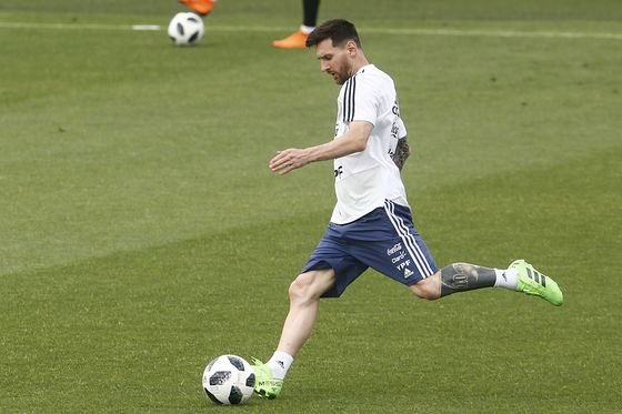 Lionel Messi Caught in Mideast Politics Before World Cup