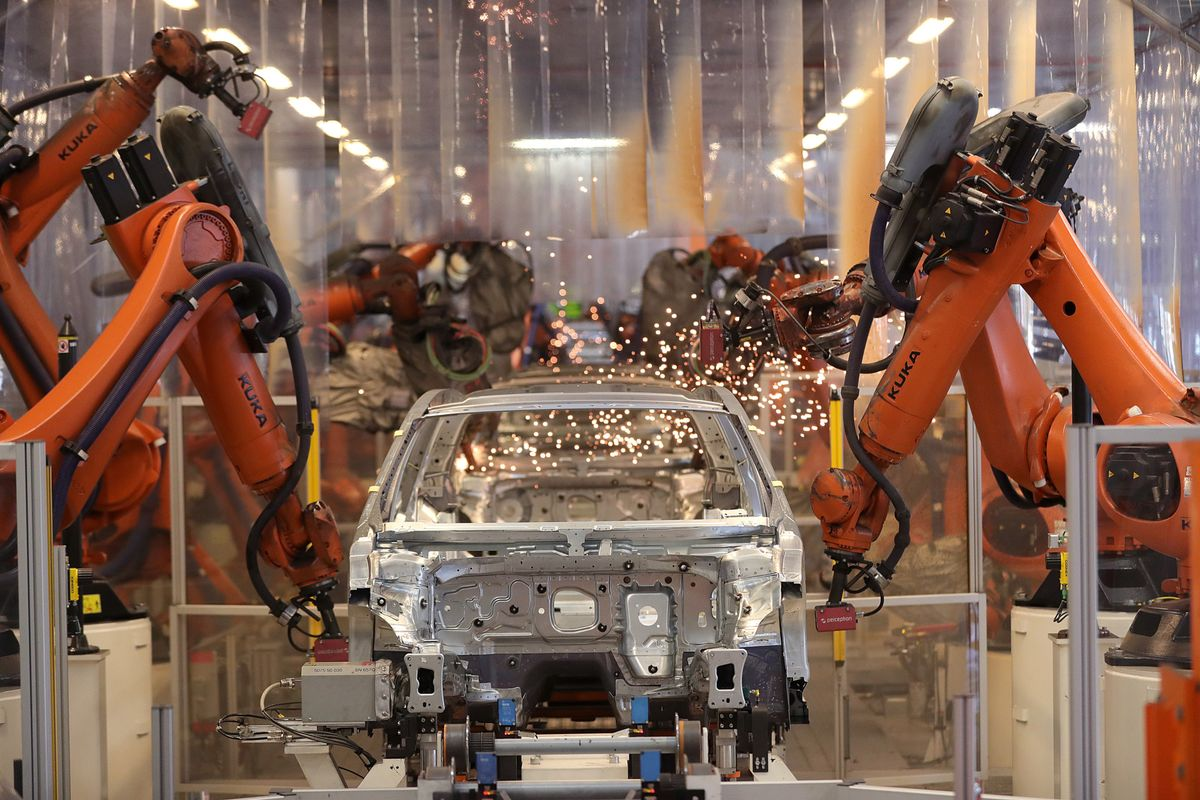 VW, Daimler and BMW Brace for U.S. Tariffs as Truce Nears End