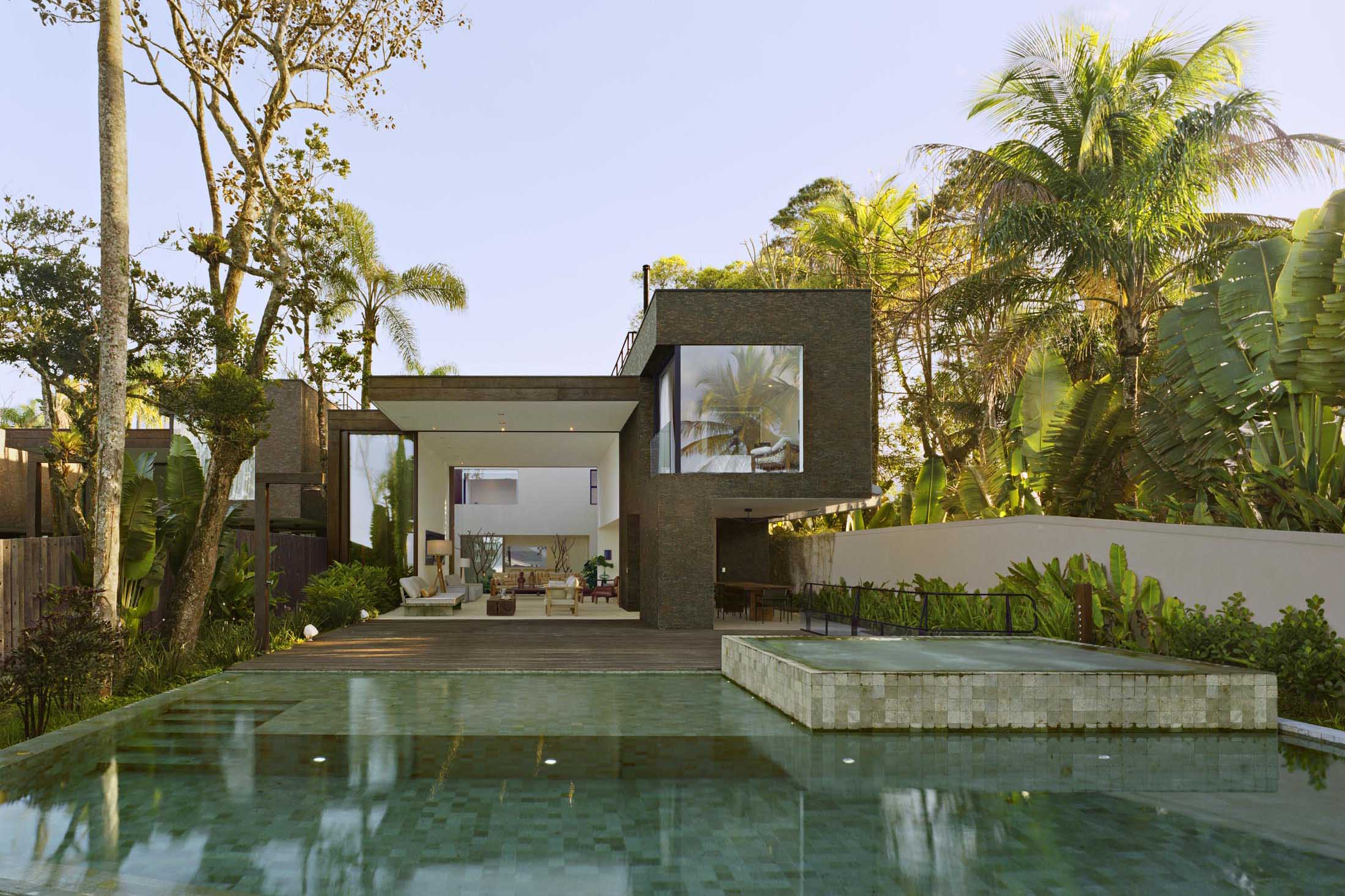 Tour a Breathtaking Family Compound in Brazil's Vacation Hotspot - Bloomberg