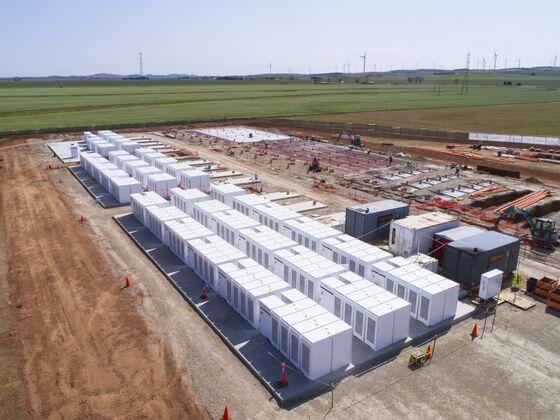 Tesla Set to Bulk Up the World's Largest Lithium-Ion Battery