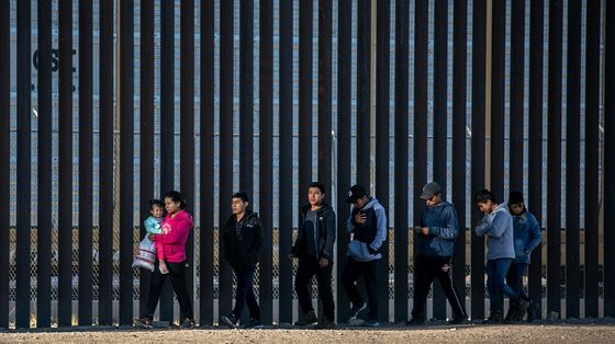 U.S., Mexico Talk 'Orderly' Migration Amid More Crossings