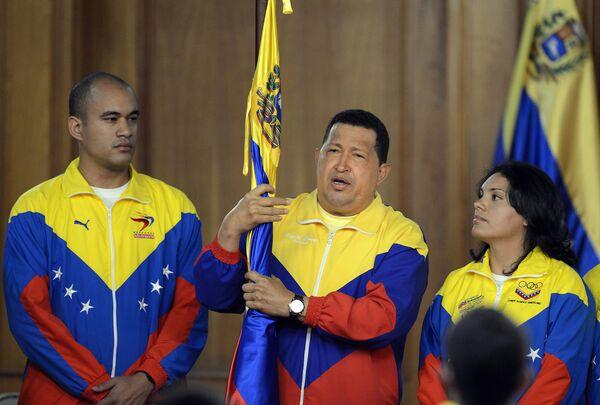 El presidente venezolano Hugo Chávez (C) GIV