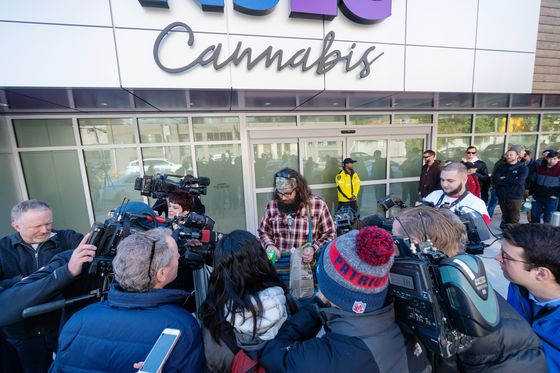 'Wake 'nBake,' Plunging Stocks Greet Canada's Legal Pot Debut