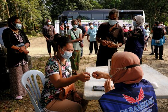 Rich Asians Jump Booster Shot Queue Amid Vaccine Shortages