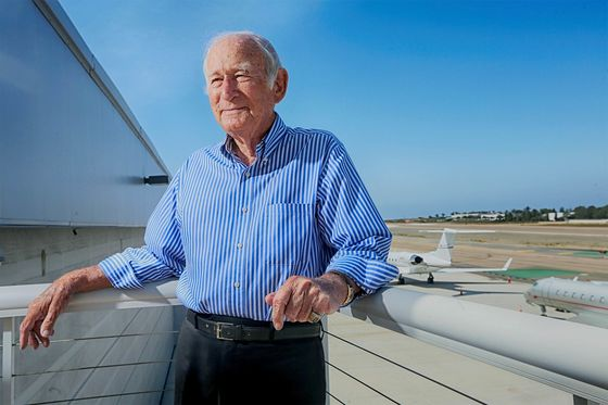 Golf-Course Developer Starts New California Airline at Age 97