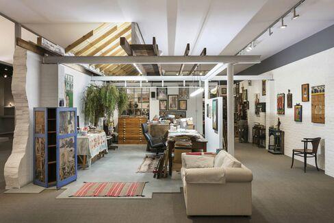 ワディントン・カストットのブース-アーティストのスタジオを再現する「アット・ワーク・ウィズ・ピーター・ブレーク」