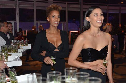 Designers Carly Cushnie and Michelle Ochs. Photographer: Amanda Gordon/Bloomberg