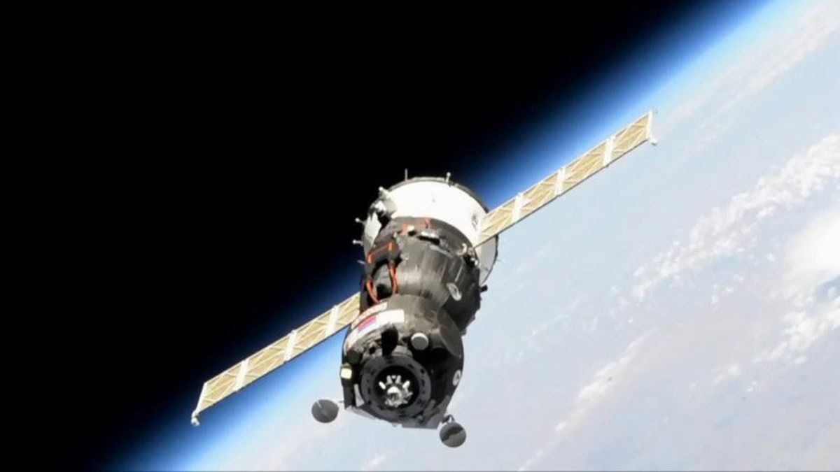 Russian Shuttle Fails to Dock With Space Station, Interfax Says