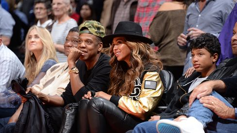 Jay-Z and Beyonce attend Los Angeles Clippers against the Cleveland Cavaliers game on January 16, 2015 at STAPLES Center in Los Angeles, California.