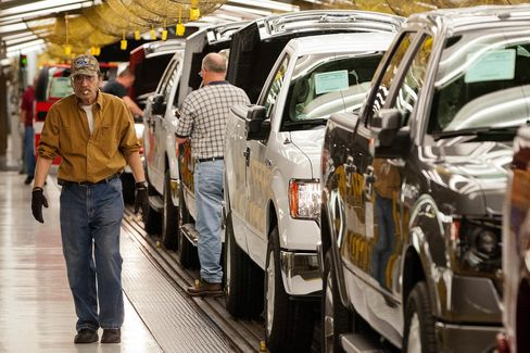 Jobless Claims in U.S. Drop as Auto Plants Come Back on Line