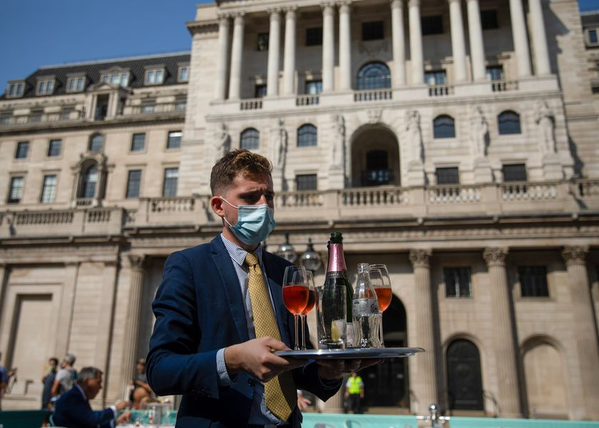Londoners Venture Back to Work Despite Rise in Virus Infections