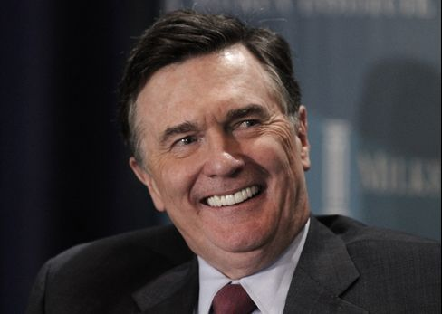 Fed's Lockhart Says 'Aggressive' Easing Needed to Revive Jobs