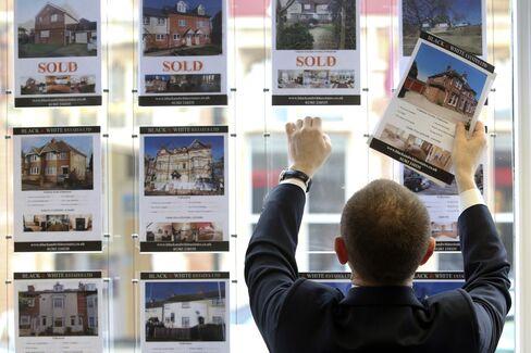 Wells Fargo Seeks to Expand Real Estate Brokerage in U.K. Push