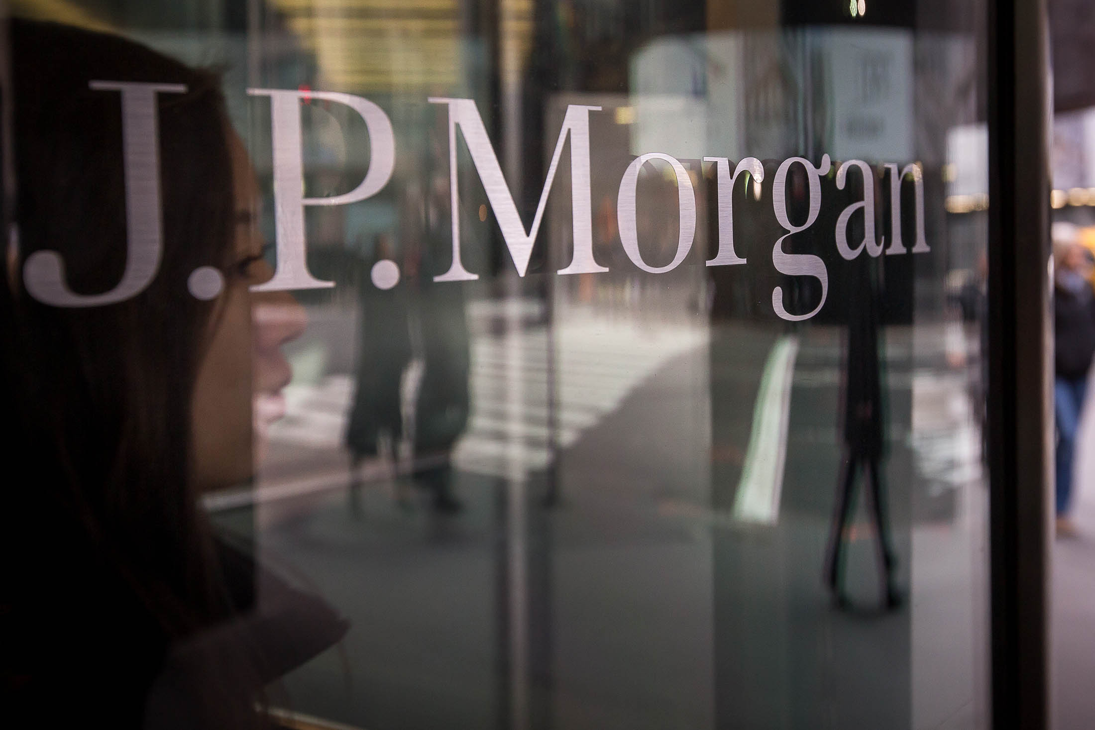JPMorgan Reprimanded by Swiss in 1MDB Money-Laundering Case - Bloomberg