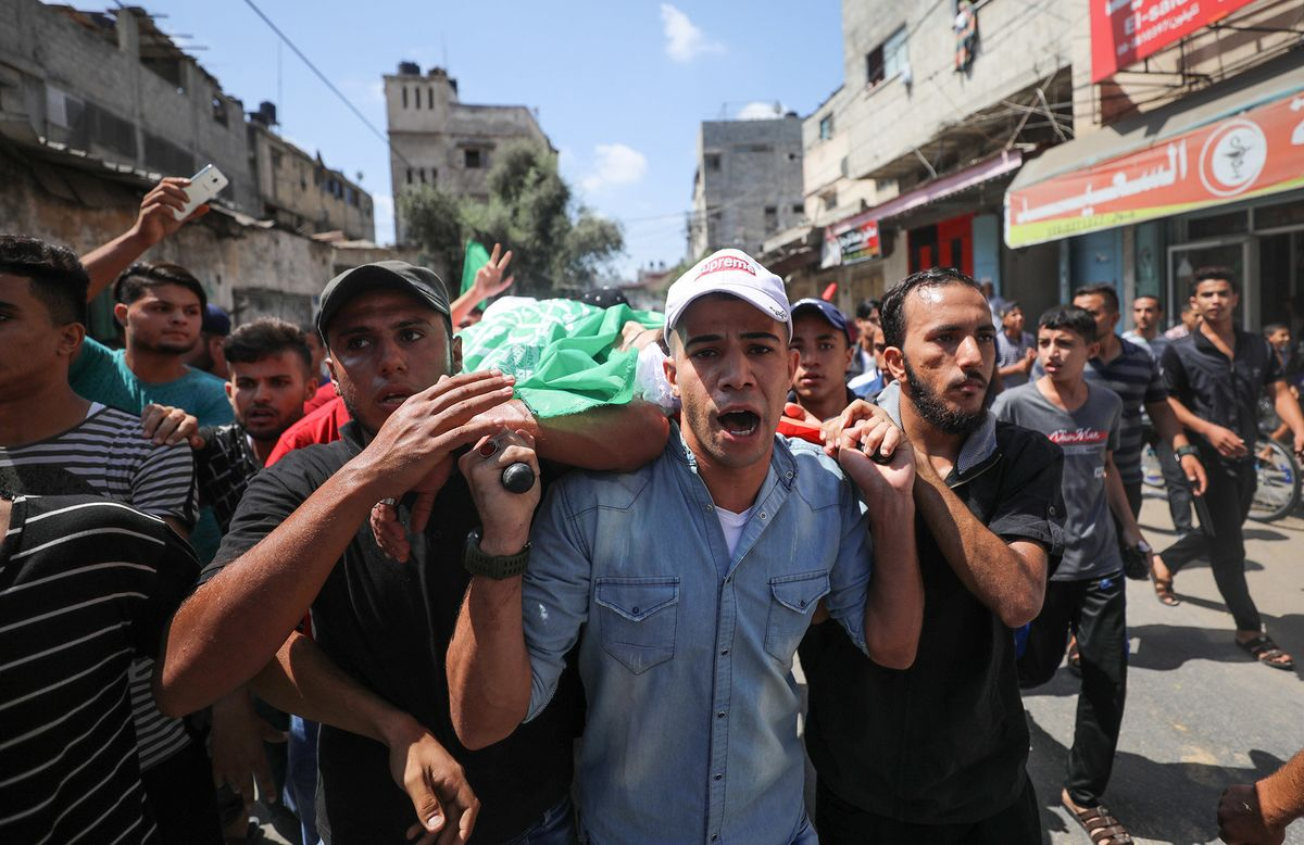 Palestinians Injure Two Israelis After Deaths in Gaza Protests