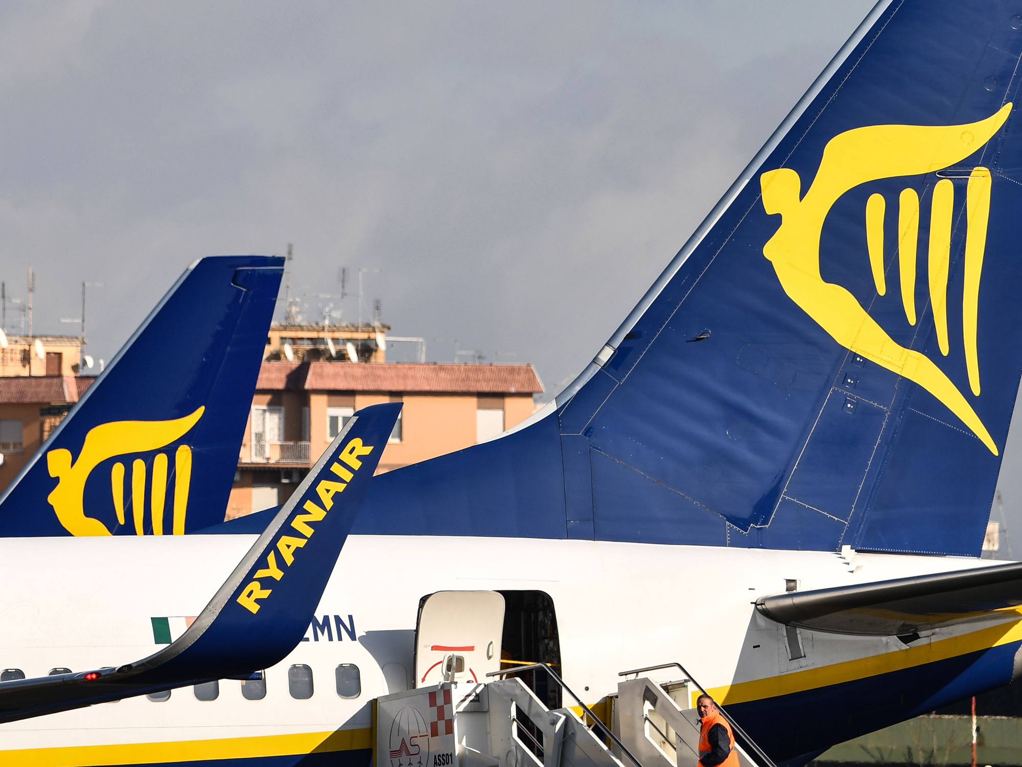 Ryanair Stock Falls as Price War Threatens Summer Profits - Bloomberg