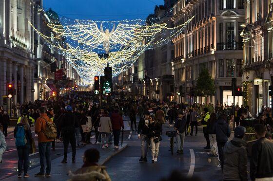 London Begins Emergency Lockdown as U.K. Fights New Virus Strain