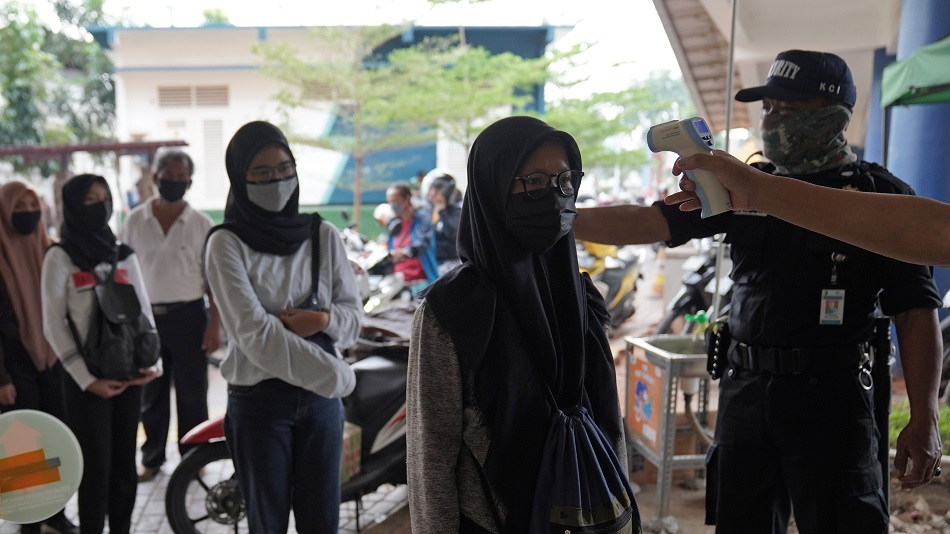 Indonesia's Virus Cases Exceed 75,000 as Infections Accelerate
